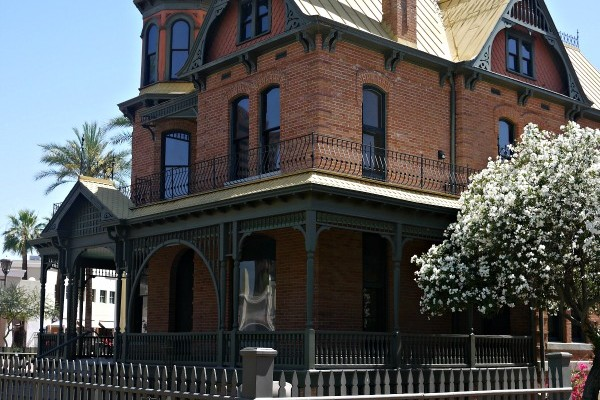 Step back in time – Visit the Rosson House
