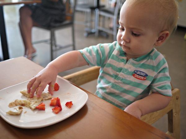 baby-eating-crepe