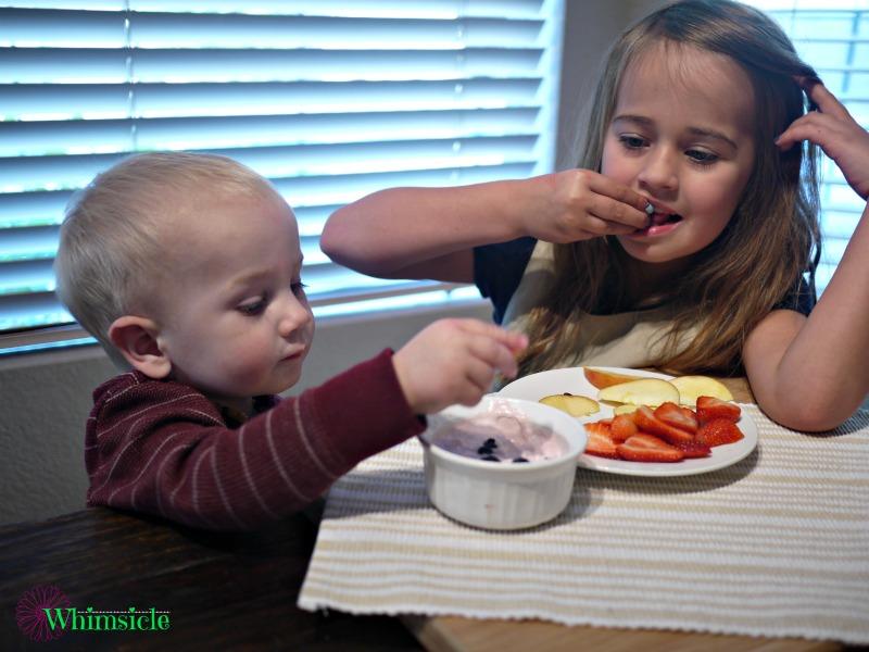 kids-yogurt-fruit-dip