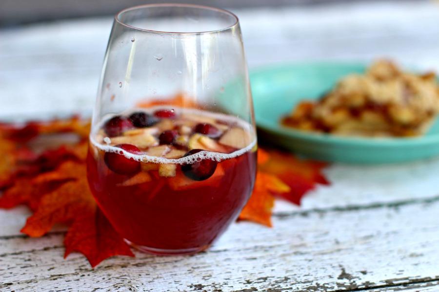 Cranberry-Vanilla-Sangria-Apple-pie