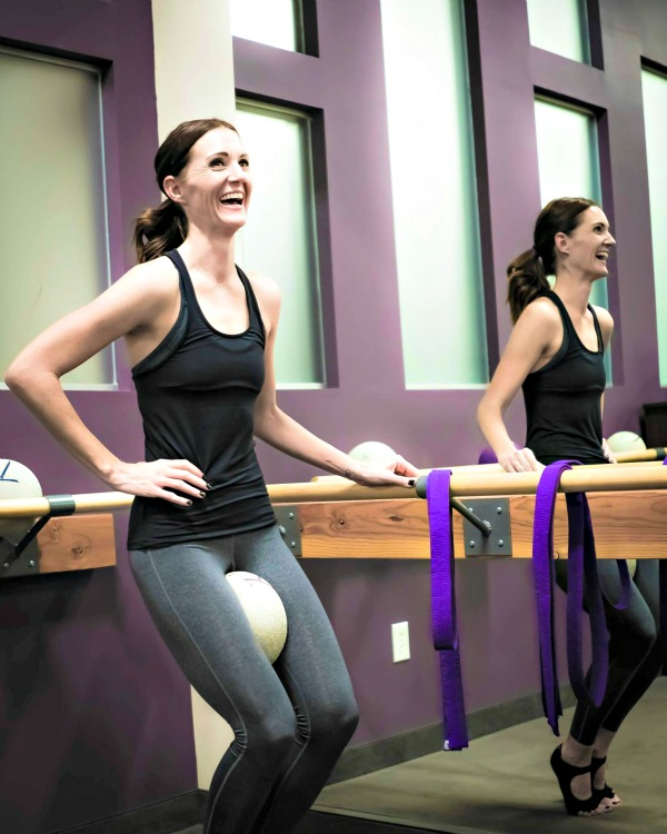 Want to try barre?  This post gives you the 10 things to expect in your first barre class so that you'll be prepared.