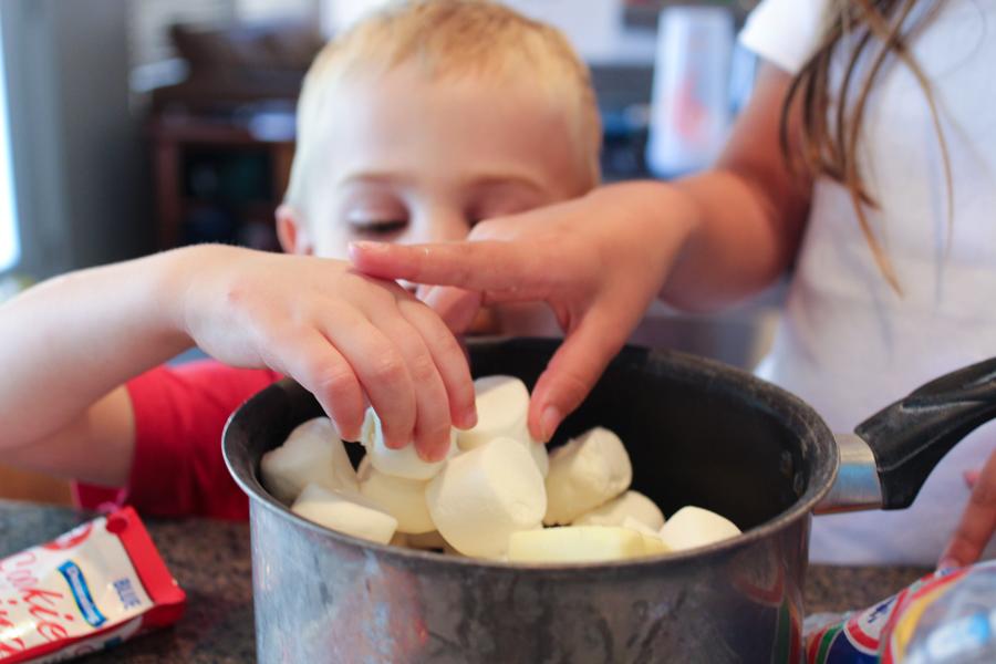 making marshmallow squares