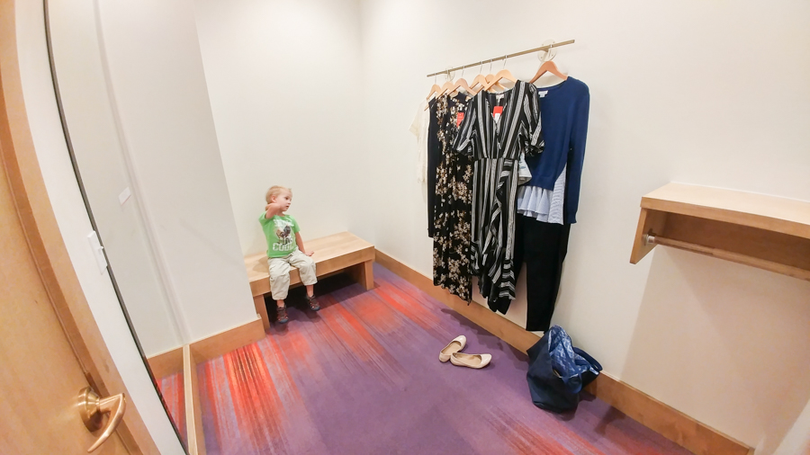 A stylist picks out stylish mom outfits for you.