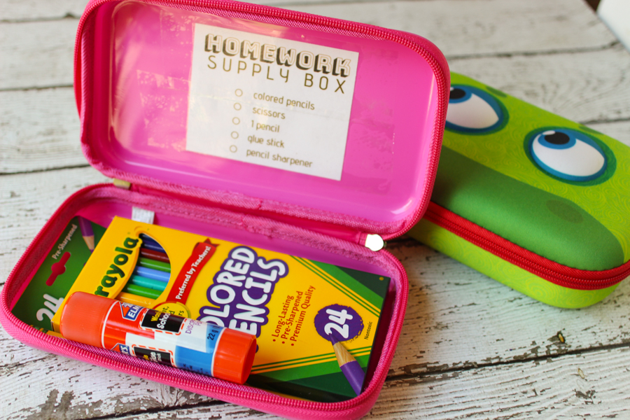 Whoa! My child's homework organization makes me want to pull out my hair! This hack makes homework time so much easier and is way simpler than creating a huge DIY homework station. Best tip for parents during back to school time or any time during the year!